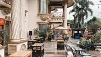 <p>Rumah seluas 2.500 meter itu tadinya ingin dijual oleh Muzdalifah. Namun mantan istri Nassar itu memutuskan untuk menjadikannya sebaga tempat usaha bernama Teras Muzda. (Foto: Instagram: @terasmuzda)</p>