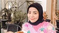 <p>Berbagai menu yang disajikan di kafe Muzdalifah antara lain nasi uduk, nasi kuning, ayam geprek, bakso, dan nasi goreng kampung. (Foto: Instagram: @terasmuzda)</p>