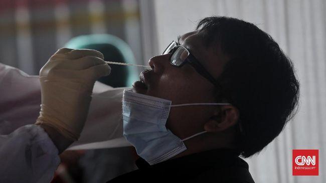 Kasus positif virus corona tembus 14 ribu pada hari ini, Senin (21/6). Dengan demikian, total kasus Covid-19 di Indonesia telah mencapai 2 juta orang lebih.