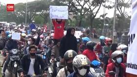 VIDEO: Ratusan Warga Madura Tuntut Tes Covid-19 Dihentikan