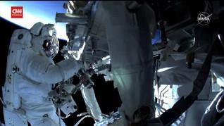 VIDEO: Astronaut Terkendala saat Pasang Panel Surya di ISS