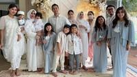 <p>Acara ini dihadiri oleh keluarga besar Nagita dan Raffi Ahmad, Bunda. Termasuk adik-adiknya, Caca Tengker dan Shahnaz Sadiqah. Suasana terasa hangat bersama orang-orang terkasih menyambut anak kedua. (Foto: Instagram: @raffinagita1717)</p>