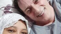 <p>Fenny Bauty menikah dengan Khalid Schoemaker pada 2014 silam. Khalid adalah bule mualaf asal Belanda yang sampai sekarang setia menemani Fenny. (Foto: Instagram: @khalid_schoemaker)</p>