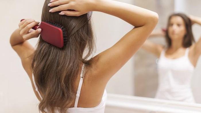 Tips Aman Mengeringkan Rambut Tanpa Hair Dryer