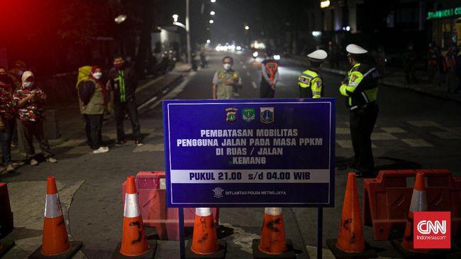 Dirlantas Polda Metro Jaya Kombes Sambodo Purnomo Yogo mengaku masih mengkaji permintaan Gubernur DKI Jakarta Anies Baswedan untuk menambah titik penyekatan.