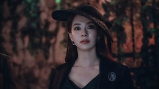Song Ji-hyo yang Misterius di Teaser Drama The Witch's Diner