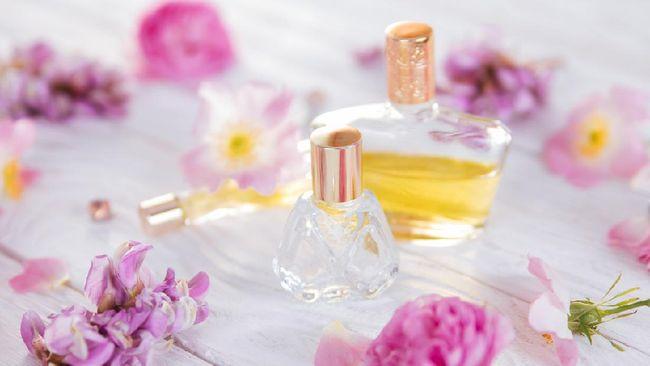 Menurut ahli parfum, secara alamiah karakter seseorang yang akan mempengaruhi pilihan aroma parfum yang dipakai.
