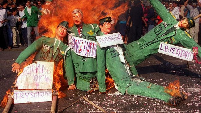 Tragedi Tanjung Priok adalah kerusuhan antara tentara dan warga pada 12 September 1984. Berikut sejarah peristiwa Tanjung Priok.