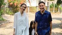 <p>Menikah sejak 2012 silam, Marsha Timothy dan Vino G Bastian membuat banyak netizen baper nih, Bunda. Setelah melahirkan sang anak, Jizzy, keluarga mereka pun kerap dijuluki family goals. (Foto: Instagram: @marshatimothy)</p>