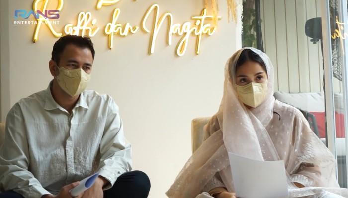Mengingat situasi yang masih tengah pandemi, acara tasyakuran dibuat sederhana dan hanya dihadiri oleh keluarga terdekat saja. (Foto: Youtube.com/RansEntertainment)