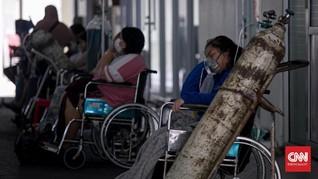 FOTO: Barisan Pasien di Selasar IGD RSUD Cengkareng