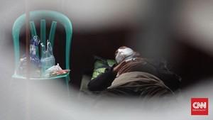 FOTO: Pasien Menumpuk di RSUD Bekasi, Tenda Darurat Berdiri