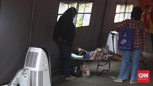 Anggota IDI di Sumatra mengungkapkan lonjakan kasus Covid-19 di wilayah mereka membuat rumah sakit penuh.