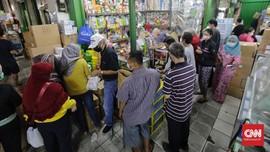 FOTO: Penjualan Alkes dan Vitamin di Pasar Pramuka Meroket