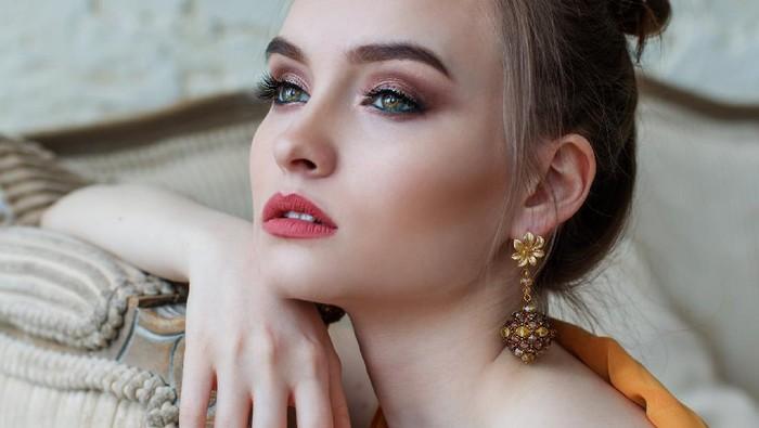 6 Tips Bersihkan Perhiasan Emas Permata, Awet Berkilau dan Anti Kusam