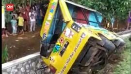 VIDEO: Rem Blong, Mobil Odong-Odong Terbalik