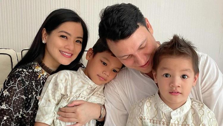 Titi Kamal dan Keluarga