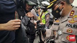Ratusan Pendukung Rizieq Diamankan Polisi di Arena Sidang