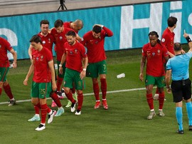 FOTO: Detik-detik Ronaldo Dilempar Botol Coca-cola di Euro