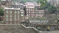 <p>Rijal Alma merupakan bangunan bertingkat yang terbuat dari batu padat. Dari luar, bangunan ini tampak seperti istana kuno, Bunda.(Foto: YouTube Sahabat Salam)</p>