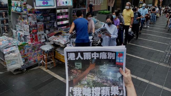 FOTO: Rongrong Edisi Terakhir Media Pro-Demokrasi Hong Kong