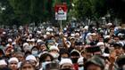 FOTO: Ricuh dan Lautan Massa Pendukung di Vonis Rizieq Shibab