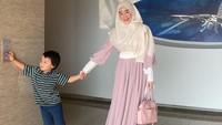 <p>Larissa Chou dan Alvin Faiz sudah resmi bercerai, Bunda. Kini, Larissa putuskan tinggal di Bandung bersama sang anak, Yusuf. (Foto: Instagram: @larissachou)</p>