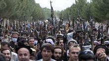 FOTO: Warga Afghanistan Angkat Senjata Siap Lawan Taliban