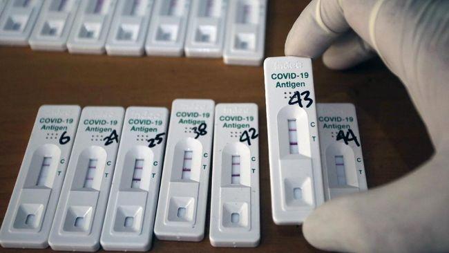 KAI menurunkan tarif tes antigen dari Rp85 ribu menjadi Rp45 ribu. Tarif berbeda berlaku di RS dan klinik yang berkisar Rp75 ribu-Rp382 ribu.