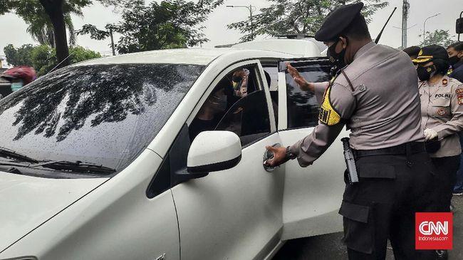 Pendukung Rizieq Shihab yang akan menghadiri sidang di PN Jakarta Timur diadang polisi, sejumah orang diamankan.