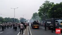 Dipukul Mundur Polisi, Massa Rizieq Lari ke Perkampungan