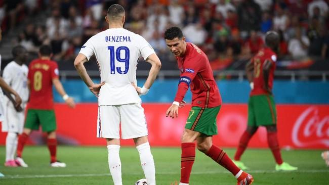 Momen Lucu Benzema Ikuti Perintah Ronaldo di Euro 2020