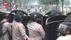 VIDEO: Pendukung Rizieq Bentrok Dengan Polisi