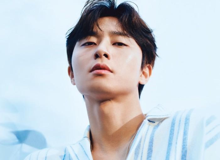 Dibalut kemeja dengan tampilan fiercePark Se Joon membuat penampilannya terlihatcool.Tidak hanya ahli dalam bidang akting, bakat model Park Seo Joon patut diacungi jempol lewat pemotretannya bersama W Korea kali ini/ foto: wkorea.com