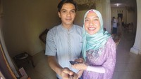 <p>Nah, kalau ini adalah potret Idul Fitri pertama Temmy Rahadi dan dan Ira Wahyuni ketika baru menjadi suami istri. Keduanya terlihat sangat bahagia ya? (Foto: Instagram: @temmyrahadi99)</p>