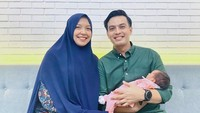 <p>Ira Wahyuni melahirkan seorang bayi perempuan pada 3 Juni 2021. Bayi mereka diberi nama Aruna Amaira Rahadi. Nama yang sangat cantik ya. (Foto: Instagram: @temmyrahadi99)</p>