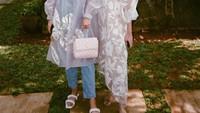 <p>Tak hanya cantik, Lifi dan Neisha juga tumbuh menjadi wanita modis. Mereka terlihat anggun ketika memadukan fashion item kekininan. (Foto: Instagram: @alifiyaarkana)</p>