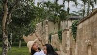 <p>Putri Sendy dan Dede Yusuf memang sangat lengket, Bunda. Kakak-beradik itu tak segan memperlihatkan potret keakraban mereka di media sosial. So sweet! (Foto: Instagram: @alifiyaarkana)</p>