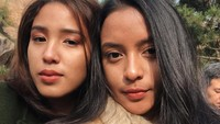 <p>Banyak orang menilai kecantikan Lifi dan Neishia diturunkan dari sang Bunda, lho. Terpaut usia yang tidak terlalu jauh juga membuat mereka sangat akrab bak saudara kembar. (Foto: Instagram: @kaneishiayusuf05)</p>
