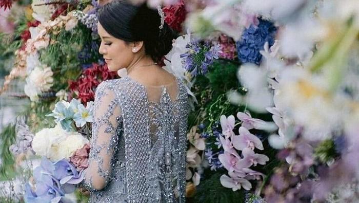 Ide Gaun Kebaya yang Bisa Dijadikan Pilihan untuk Pernikahan Outdoor