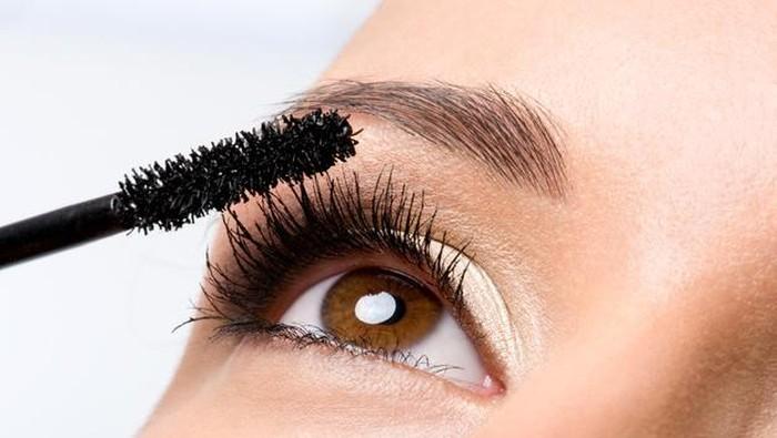 3 Rekomendasi Mascara Anti Gumpal untuk Bulu Mata yang Cetar!
