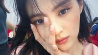 <p>Namanya melejit ketika memerankan tokoh pelakor di drama Korea The World of the Married pada tahun lalu. Akting Han So Hee sebagai karakter antagonis sukses mengaduk emosi penonton. Banyak netizen Indonesia meramaikan kolom komentar Instagram Han So Hee dan menyebutnya sebagai pelakor. (Foto: Instagram: @xeesoxee)</p>