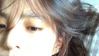 <p>Han So Hee juga tidak segan memamerkan potret wajahnya yang tidak dipoles makeup. Ia tetap cantik meski tampil <em>barefaced.</em> (Foto: Instagram: @xeesoxee)</p>