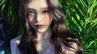 <p>Han So Hee merupakan aktris muda kelahiran Ulsan, 18 November 1994. Dara berusia 26 tahun itu mengawali kariernya sebagai model di video klip boyband SHINee yang berjudul <em>Tell Me What To Do.</em> Ia kemudian memulai debut akting di drama Korea <em>Reunited Worlds.</em> (Foto: Instagram: @xeesoxee)</p>