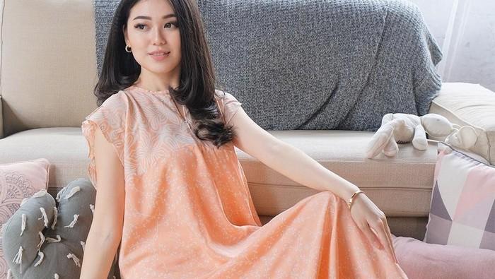 4 Model Homedress Kekinian yang Nyaman dan Cantik Dipakai di Rumah