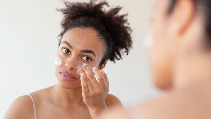 4 Tips Reapply Sunscreen dengan Tepat dan Nyaman