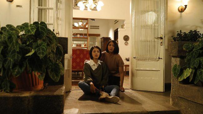 Ghibah merupakan film horor Indonesia yang mengangkat kebiasaan anak muda yang suka membicarakan orang atau yang lebih dikenal dengan istilah gibah.