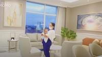 Kamarnya pun mencuri perhatian, Bunda.Kamar tersebut dirancang menyerupai kamar rawat inap yang banyak diterapkan di rumah sakit Singapura. Tak hanya mengedepankan fasilitas untuk pasien, kamar tersebut juga menunjang kenyamanan pendamping pasien. (Foto: YouTube Momo Geisha)