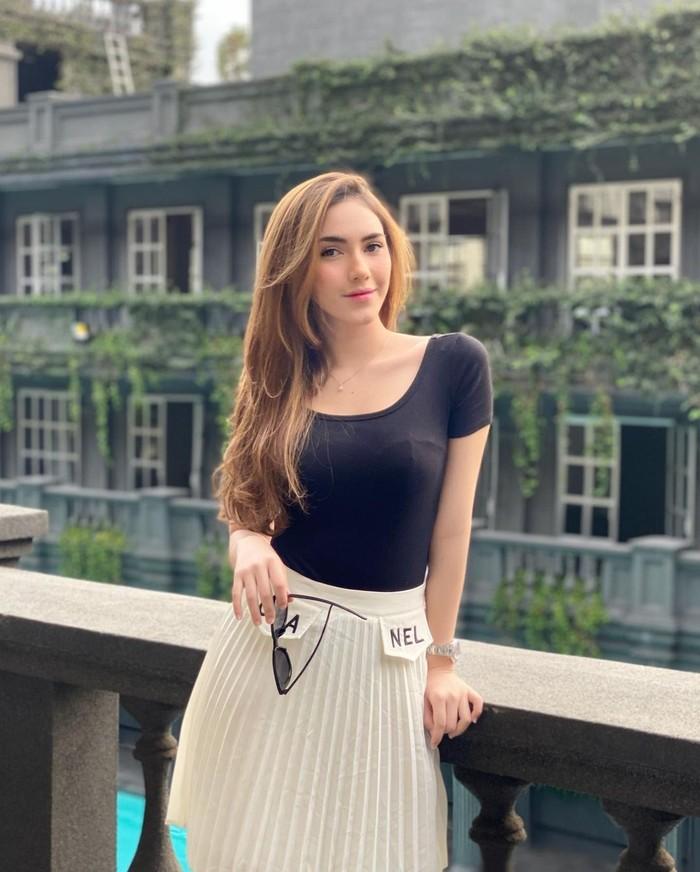 Namanya kembali mencuat ketika Rizky Billar hendak menikah. Netizen kerap membandingkannya dengan Lesti Kejora, calon istri Rizky Billar. (foto: instagram.com/syahralarez_new)