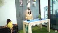 <p>Tak jauh dari pintu masuk, terlihat meja billiard milik Hito. Ini merupakan hadiah ulang tahun dari Felicya setahun yang lalu. (Foto: YouTube: FELITOgether Official)</p>